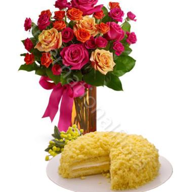 bouquet-di-roselline-con-torta-mimosa