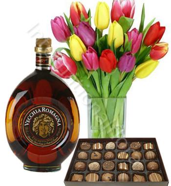 bouquet-di-tulipani-con-vecchia-romagna-e-scatola-di-cioccolatini